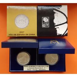 2 monedas x ESPAÑA 10 EUROS 2007 AÑO EN CHINA COLUMNARIO + EUROBASKET FIBA BALONCESTO PLATA ESTUCHE CERTIFICADO FNMT