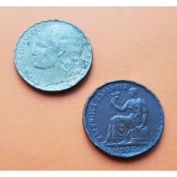 2 monedas x ESPAÑA 50 CENTIMOS 1937 DAMA COBRE + 1 PESETA 1937 DAMA y RACIMO DE UVAS LATON Republica Española MUY USADAS 1
